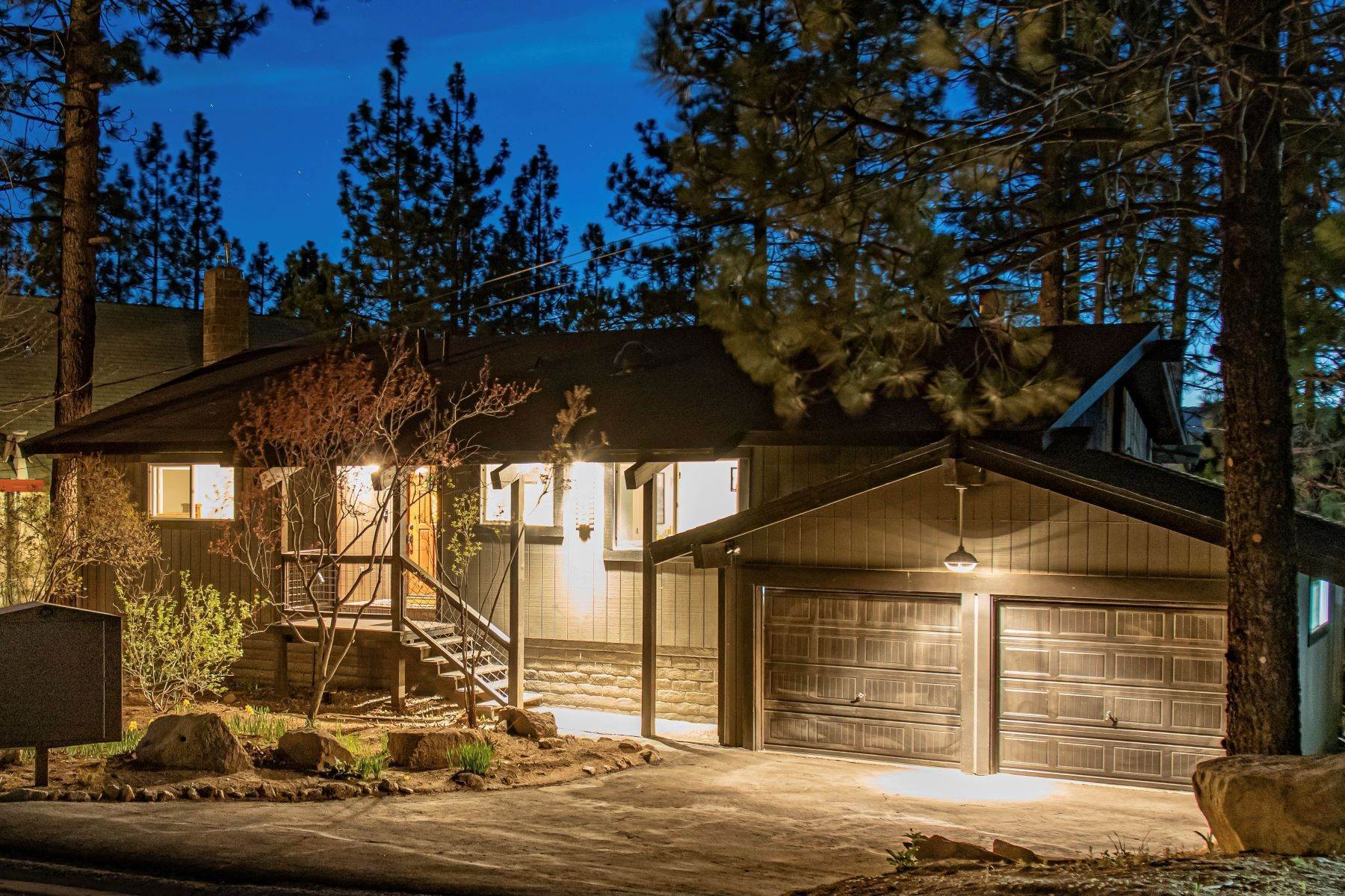 Single Family Homes por un Venta en Heavenly Dream Home 3765 Overlook Court South Lake Tahoe, California 96150 Estados Unidos