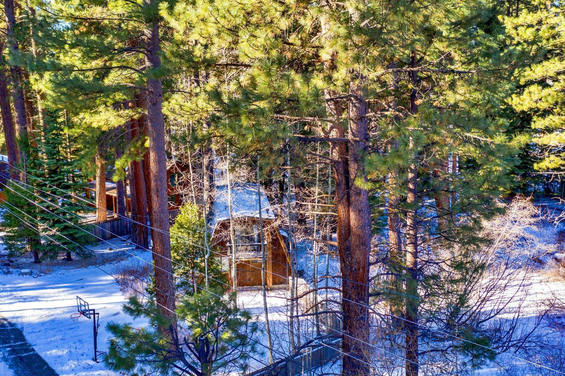 16. Single Family Homes for Active at Charming Tahoe Cabin 135 Mayhew Circle Incline Village, Nevada 89451 United States