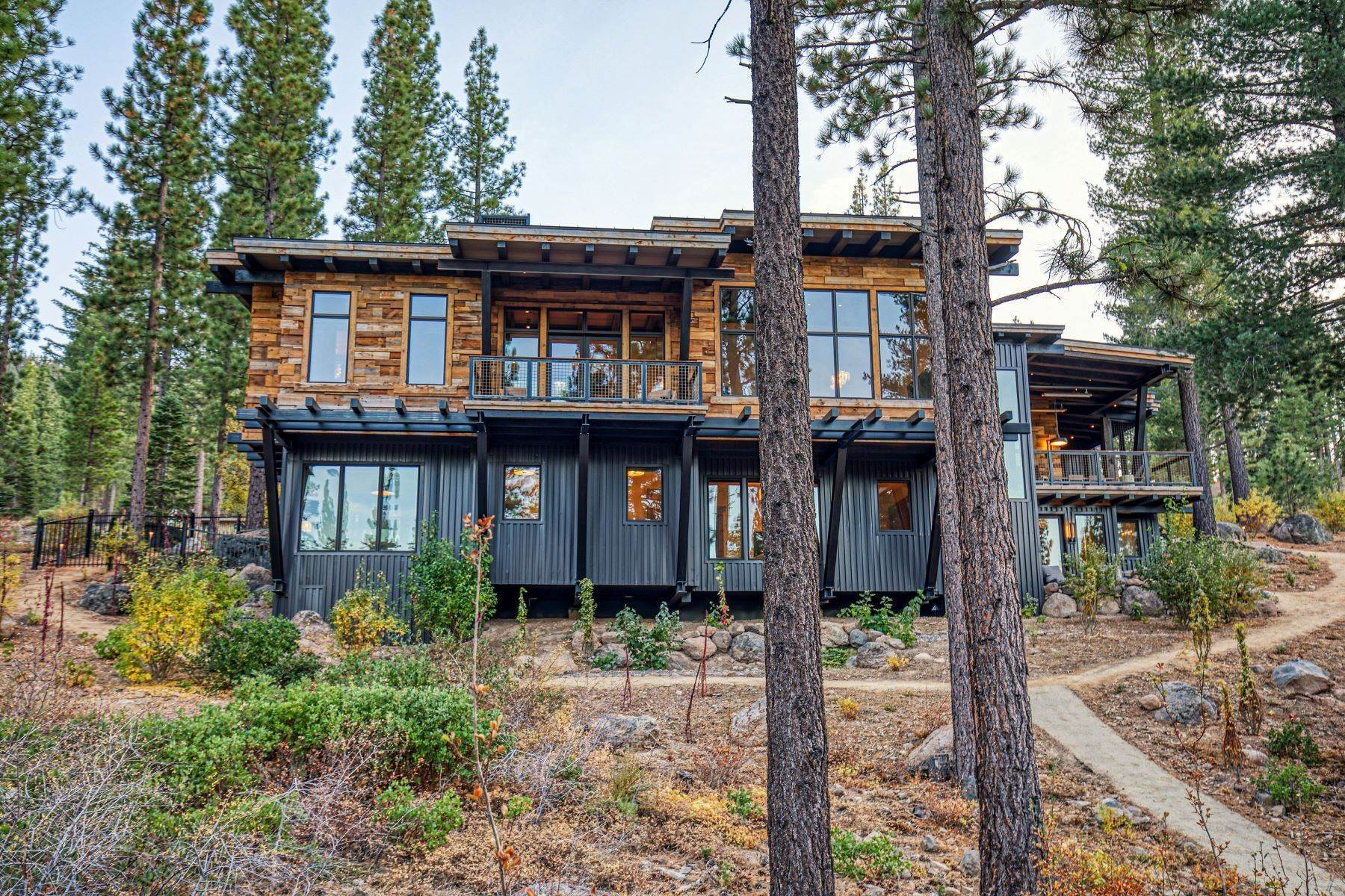 40. Single Family Homes for Active at 9512 Wawona Court, Truckee, CA 96161 9512 Wawona Court Truckee, California 96161 United States