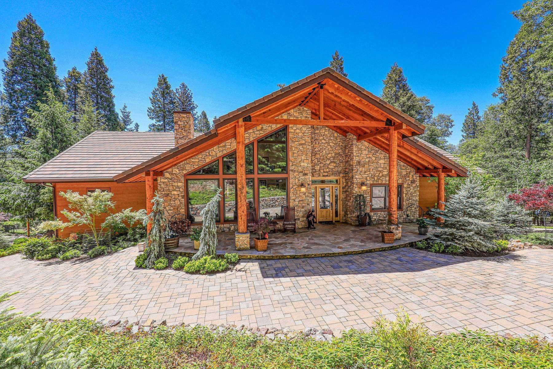 Single Family Homes por un Venta en Custom Tahoe-Style Eco Home 13905 Gemini Court Nevada City, California 95959 Estados Unidos