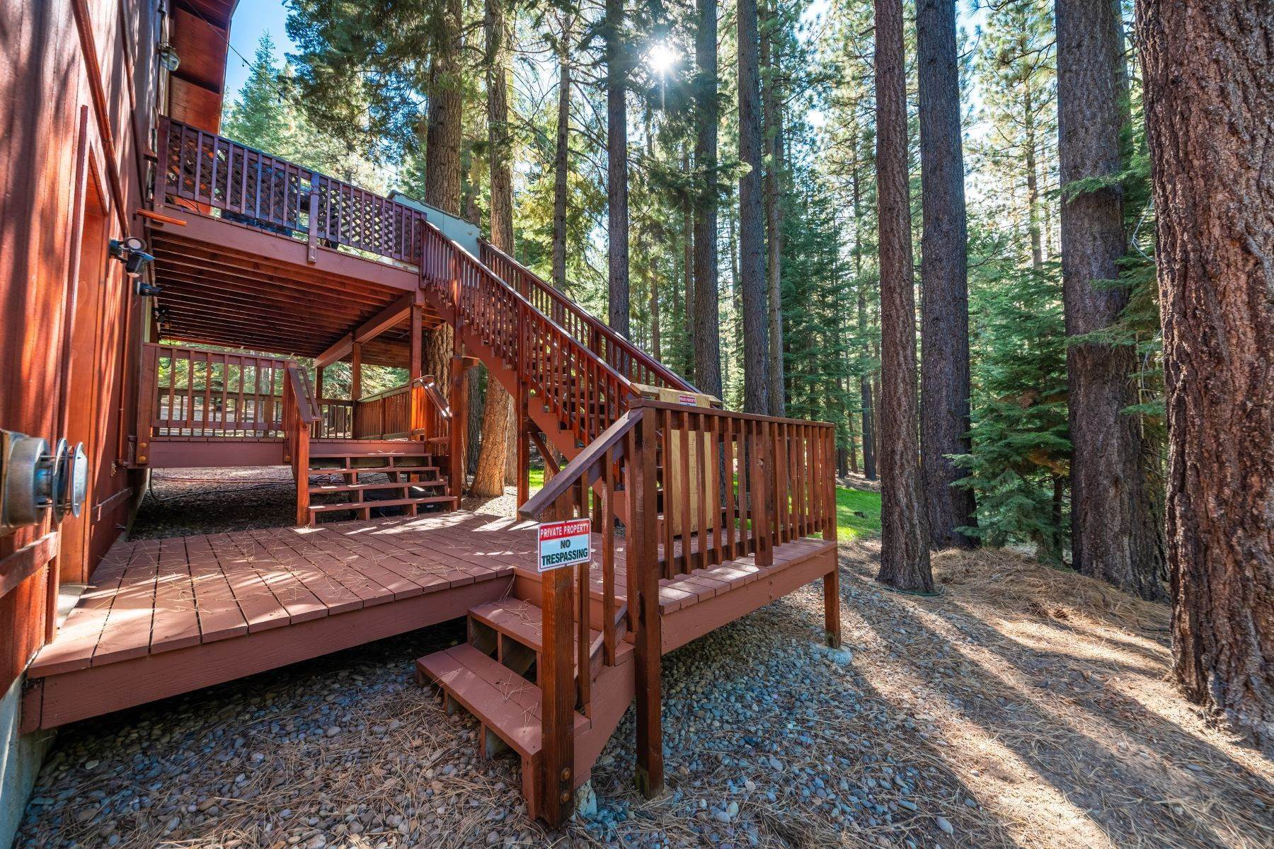 28. Single Family Homes for Active at Beautiful Secluded Mountain Home 1346 Bonanza Avenue South Lake Tahoe, California 96150 United States