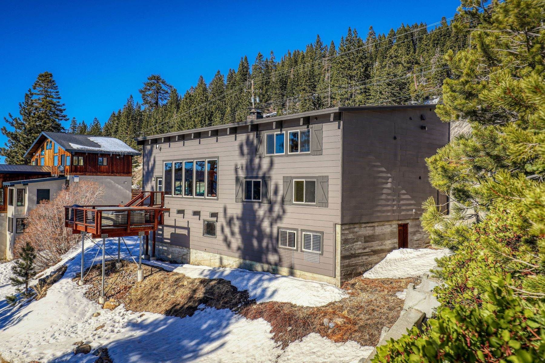 10. Single Family Homes for Active at Donner Summit Base Camp 58376 Donner Pass Road Norden, California 95724 United States