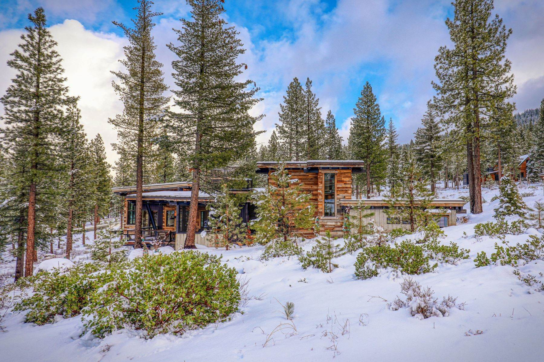 4. Single Family Homes for Active at 9512 Wawona Court, Truckee, CA 96161 9512 Wawona Court Truckee, California 96161 United States