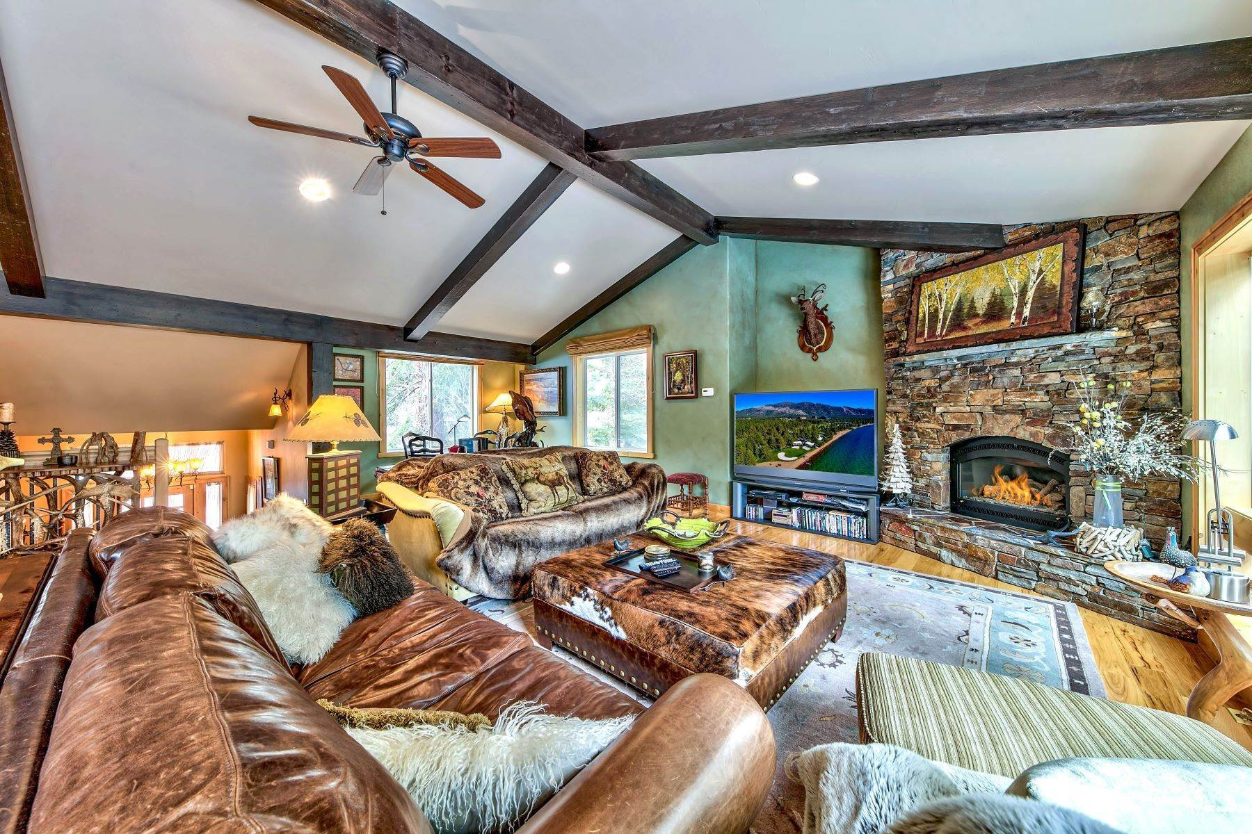 3. Single Family Homes for Active at Mountain Luxury 567 Eloise Ave South Lake Tahoe, California 96150 United States