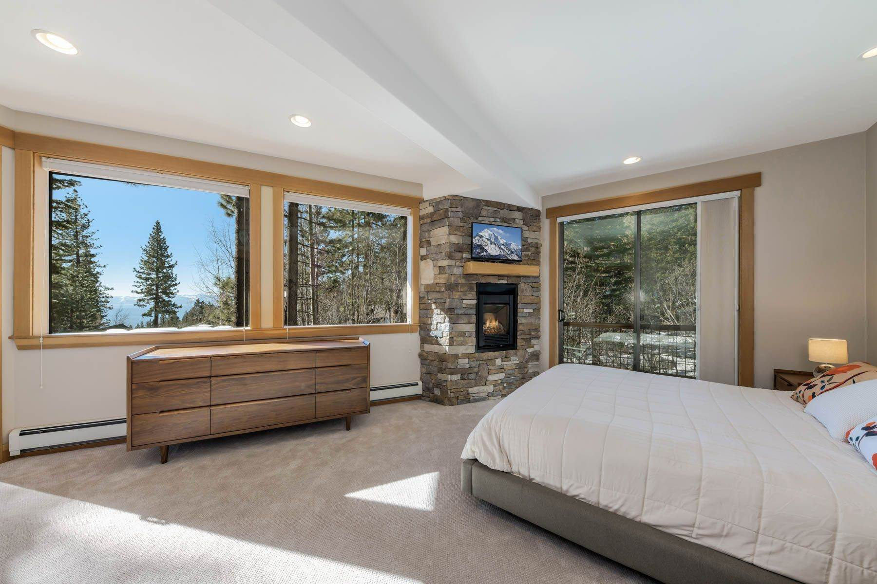 9. Single Family Homes for Active at Lakeview Creekside Mountain Home 1007 Apollo Way Incline Village, Nevada 89451 United States