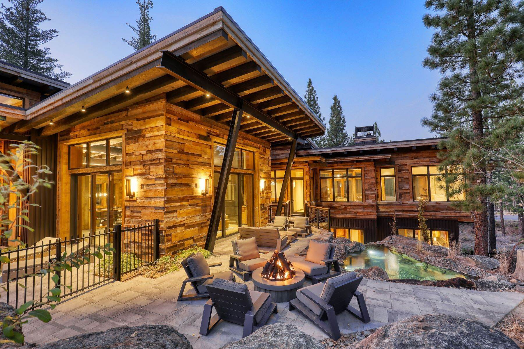 37. Single Family Homes for Active at 9512 Wawona Court, Truckee, CA 96161 9512 Wawona Court Truckee, California 96161 United States