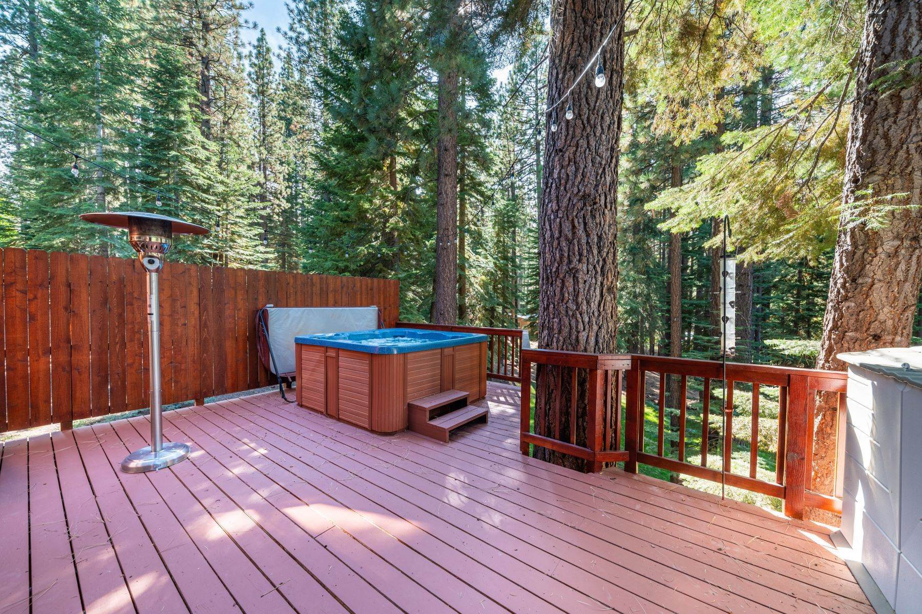 24. Single Family Homes for Active at Beautiful Secluded Mountain Home 1346 Bonanza Avenue South Lake Tahoe, California 96150 United States
