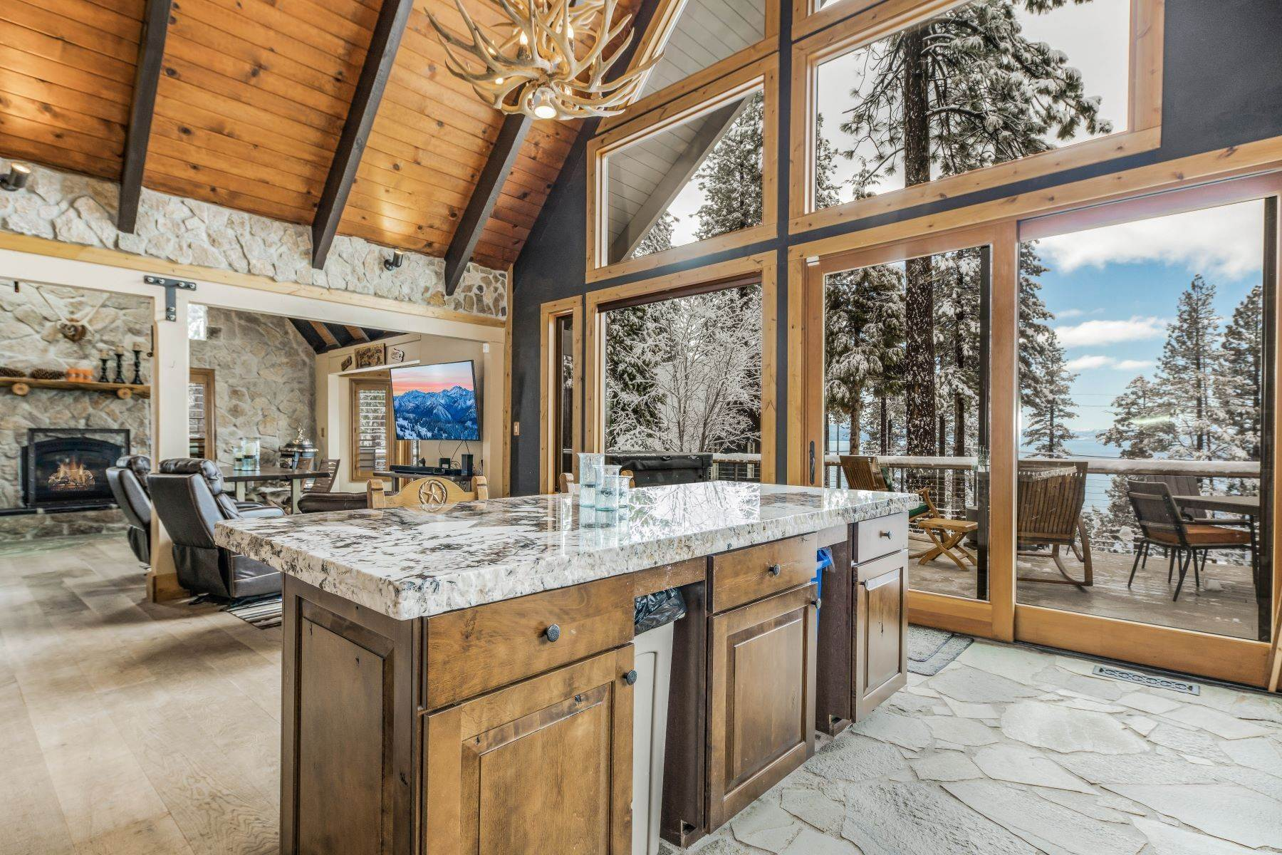 18. Single Family Homes for Active at Panoramic Lakeview Lodge 115 Vue Court Incline Village, Nevada 89451 United States