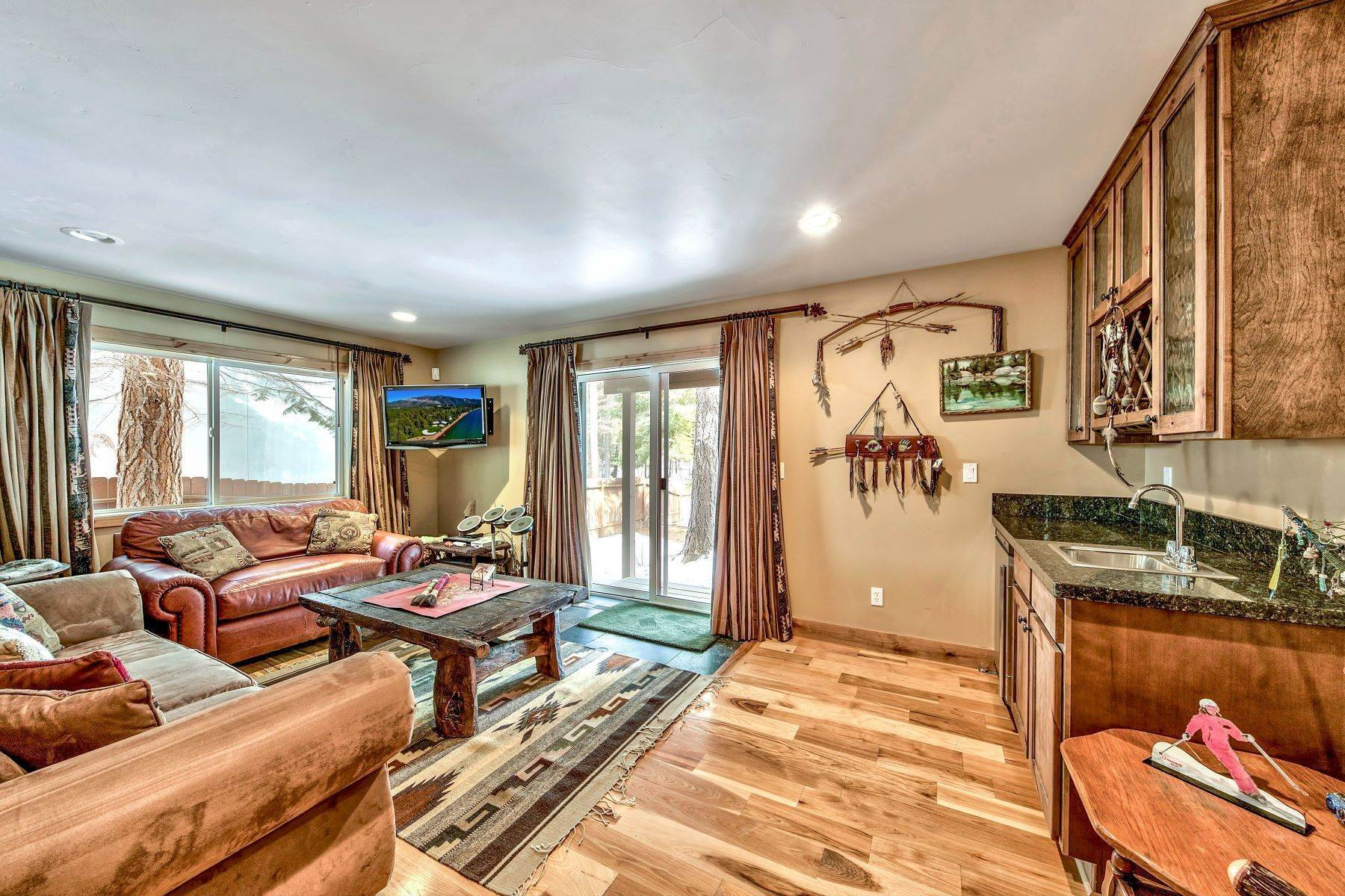 22. Single Family Homes for Active at Mountain Luxury 567 Eloise Ave South Lake Tahoe, California 96150 United States