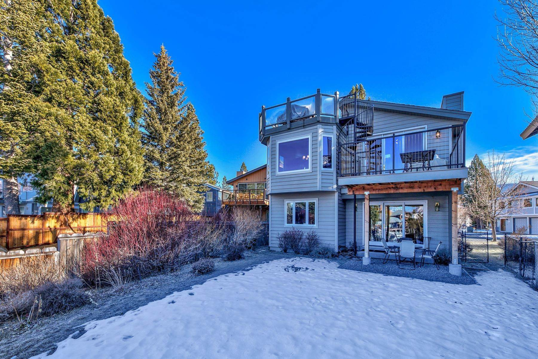 32. Single Family Homes for Active at Mountain Luxury Living 1959 Marconi Way South Lake Tahoe, California 96150 United States