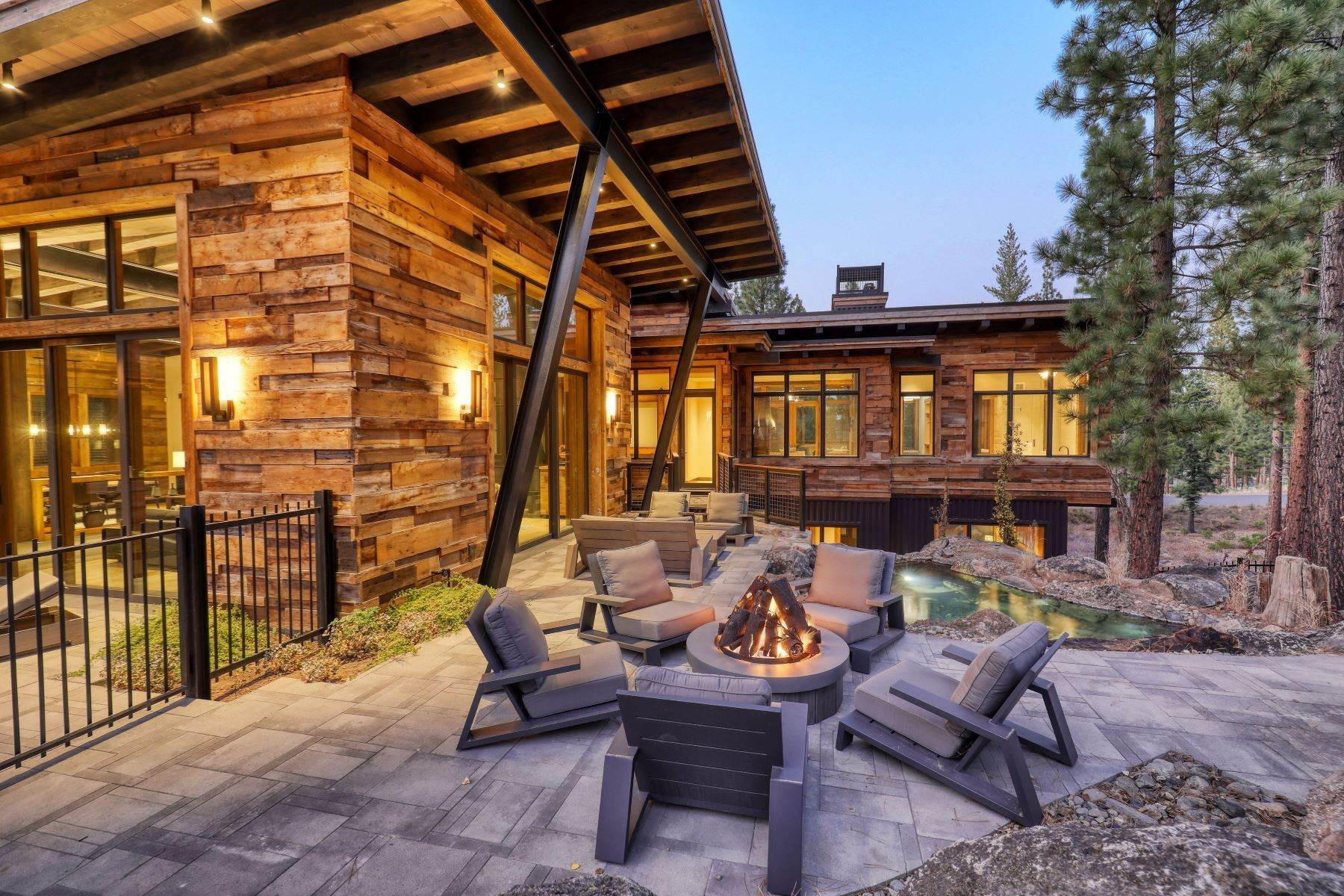 35. Single Family Homes for Active at 9512 Wawona Court, Truckee, CA 96161 9512 Wawona Court Truckee, California 96161 United States