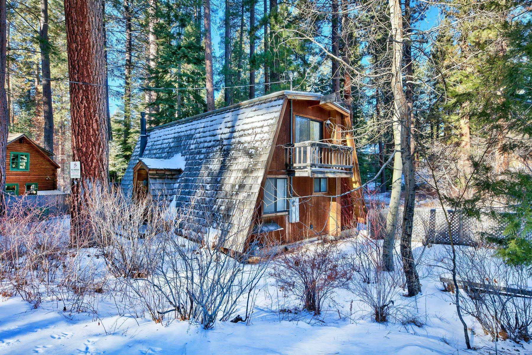 2. Single Family Homes for Active at Charming Tahoe Cabin 135 Mayhew Circle Incline Village, Nevada 89451 United States