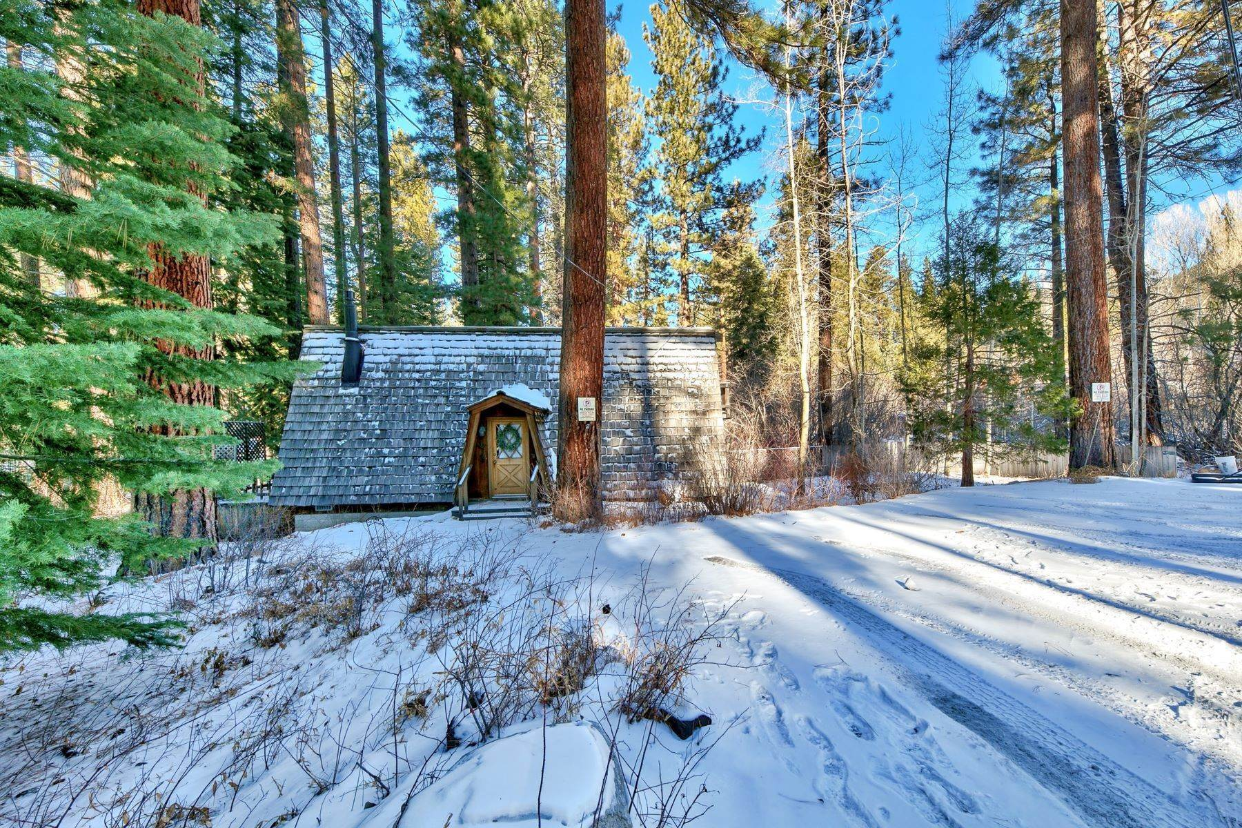 4. Single Family Homes for Active at Charming Tahoe Cabin 135 Mayhew Circle Incline Village, Nevada 89451 United States