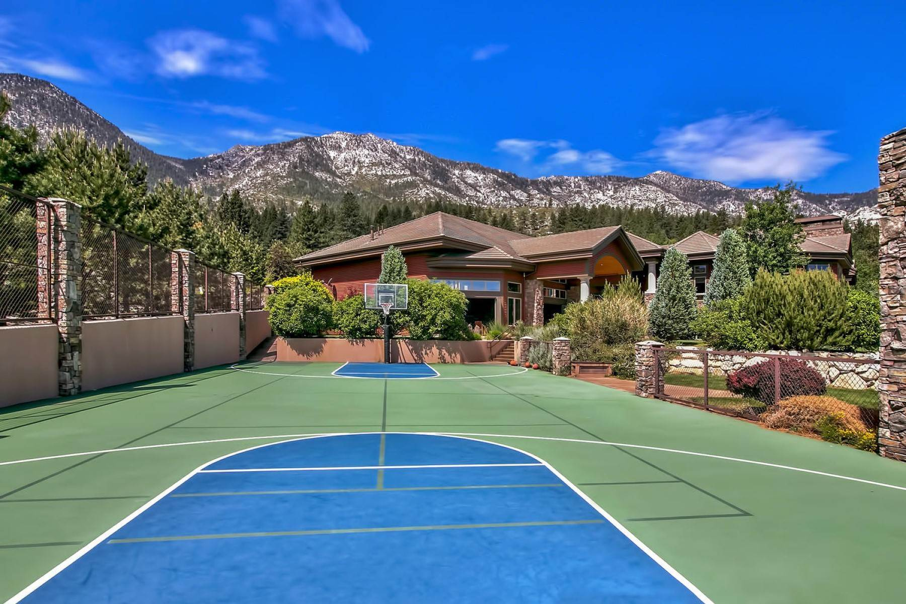 14. Single Family Homes for Active at Private Estate Near Lake Tahoe 263 Sierra Country Circle Gardnerville, Nevada 89460 United States