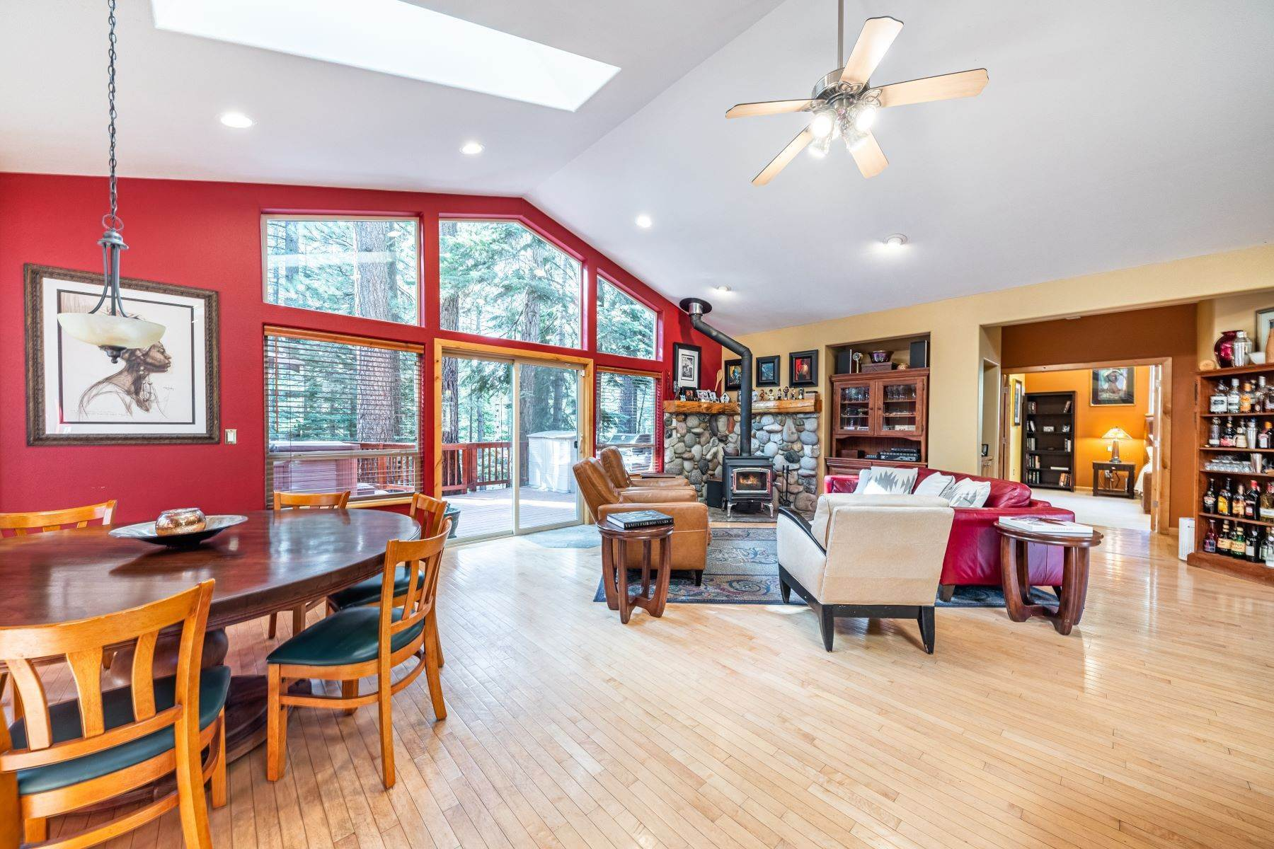 5. Single Family Homes for Active at Beautiful Secluded Mountain Home 1346 Bonanza Avenue South Lake Tahoe, California 96150 United States