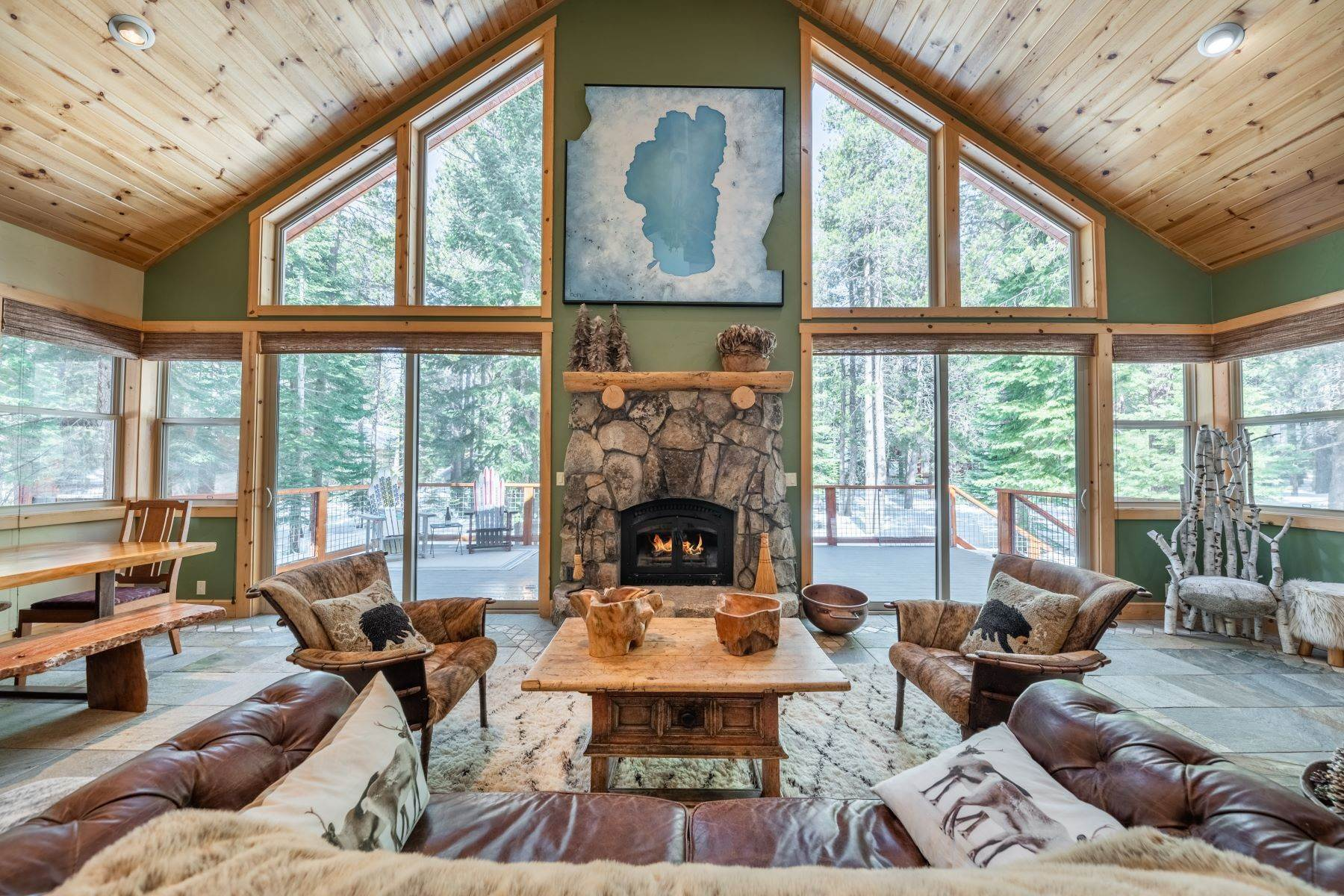 Single Family Homes por un Venta en Breathtaking Mountain Home in Ideal Location 11494 Oslo Dr Truckee, California 96161 Estados Unidos