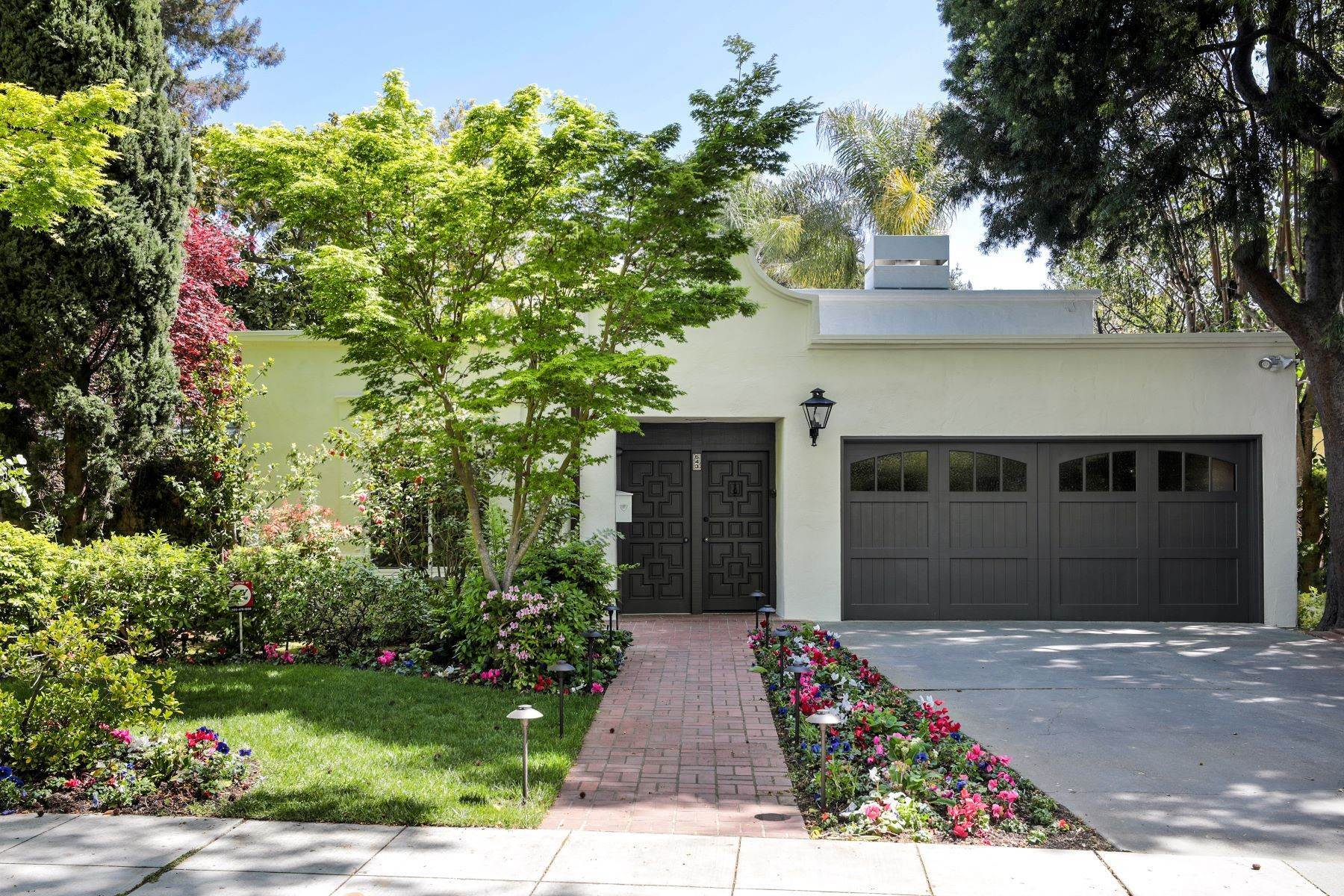 Single Family Homes por un Venta en Lovely Mediterranean-Style Home 543 West Crescent Drive Palo Alto, California 94301 Estados Unidos
