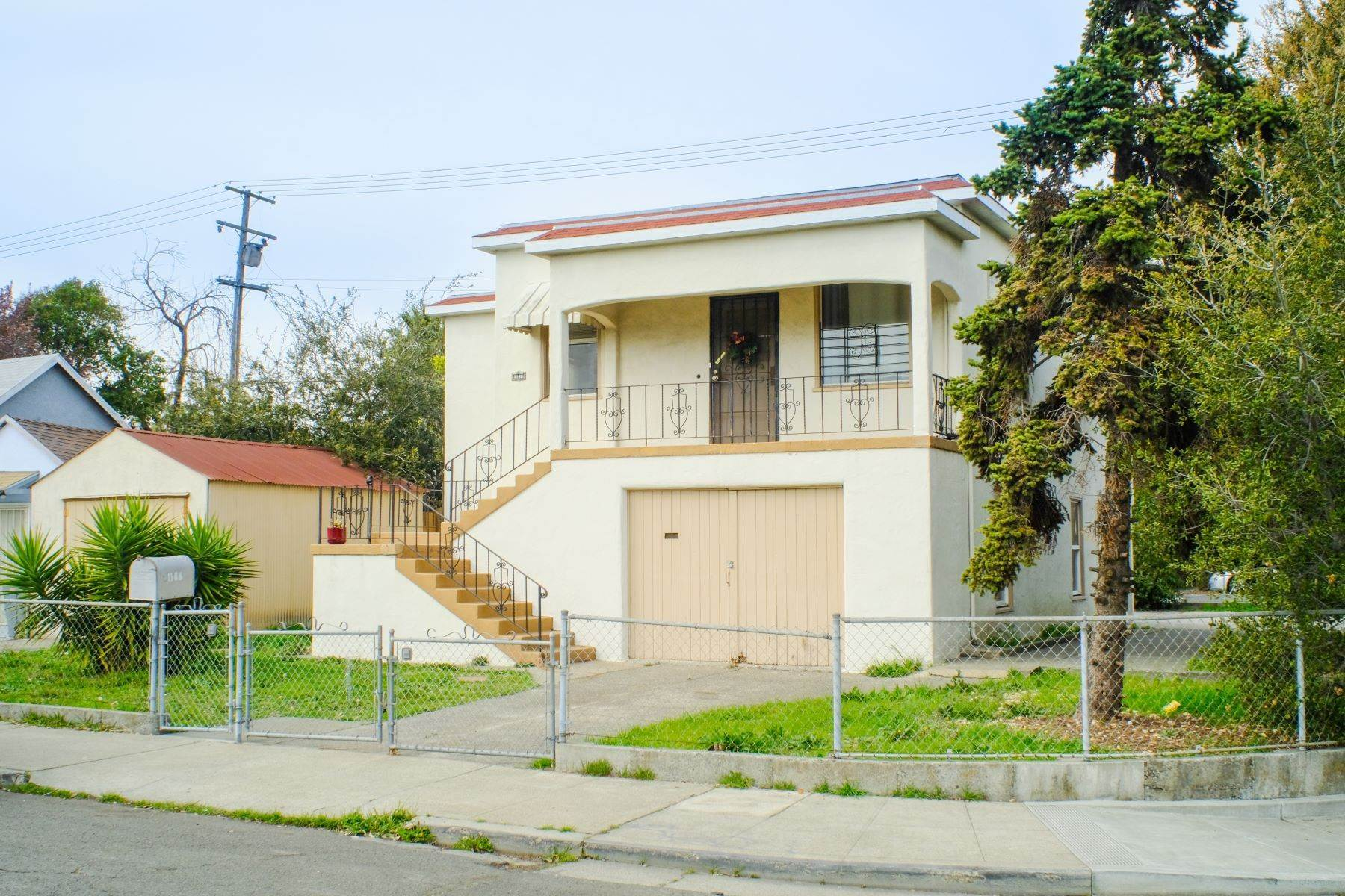 Single Family Homes 为 销售 在 Vintage 1925 House 1146 Kentucky Street Vallejo, 加利福尼亚州 94590 美国