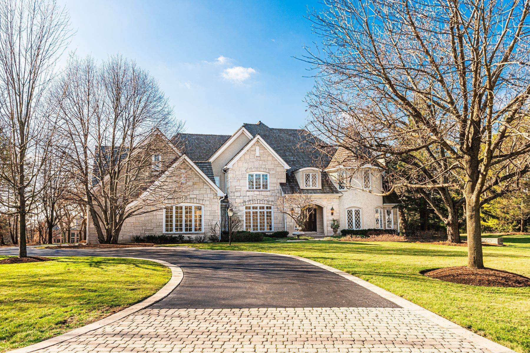 Single Family Homes for Active at Extraordinary Character 1 Kensington Drive North Barrington, Illinois 60010 United States