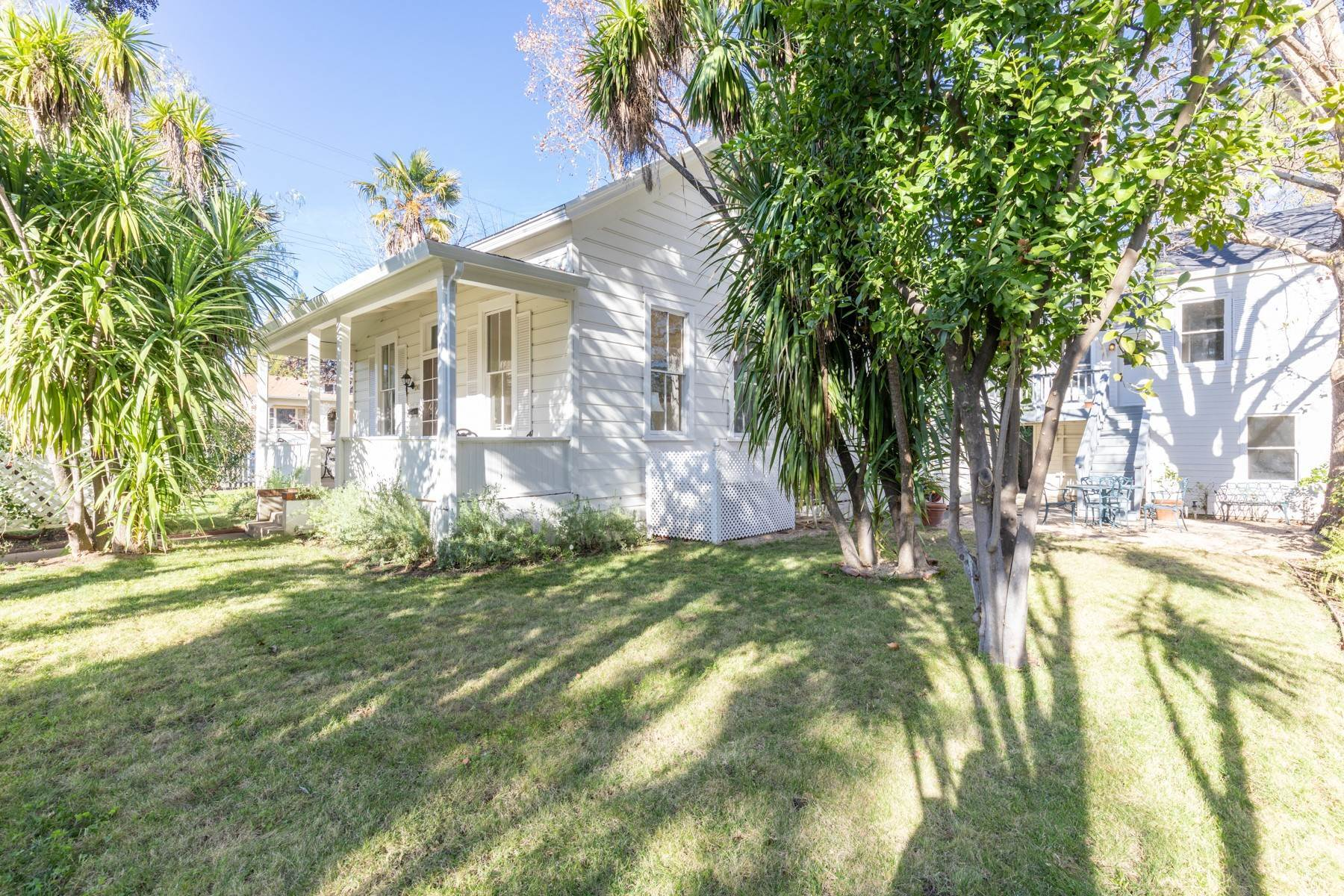 Single Family Homes por un Venta en Classic West-Side Saint Helena Farmhouse 1362 Stockton Street St. Helena, California 94574 Estados Unidos