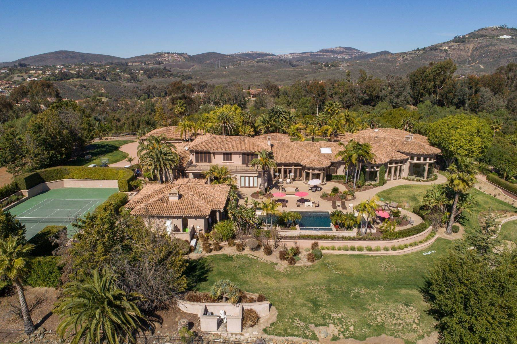 Single Family Homes for Active at 6682 Las Arboledas, Rancho Santa Fe, CA 92067 6682 Las Arboledas Rancho Santa Fe, California 92067 United States
