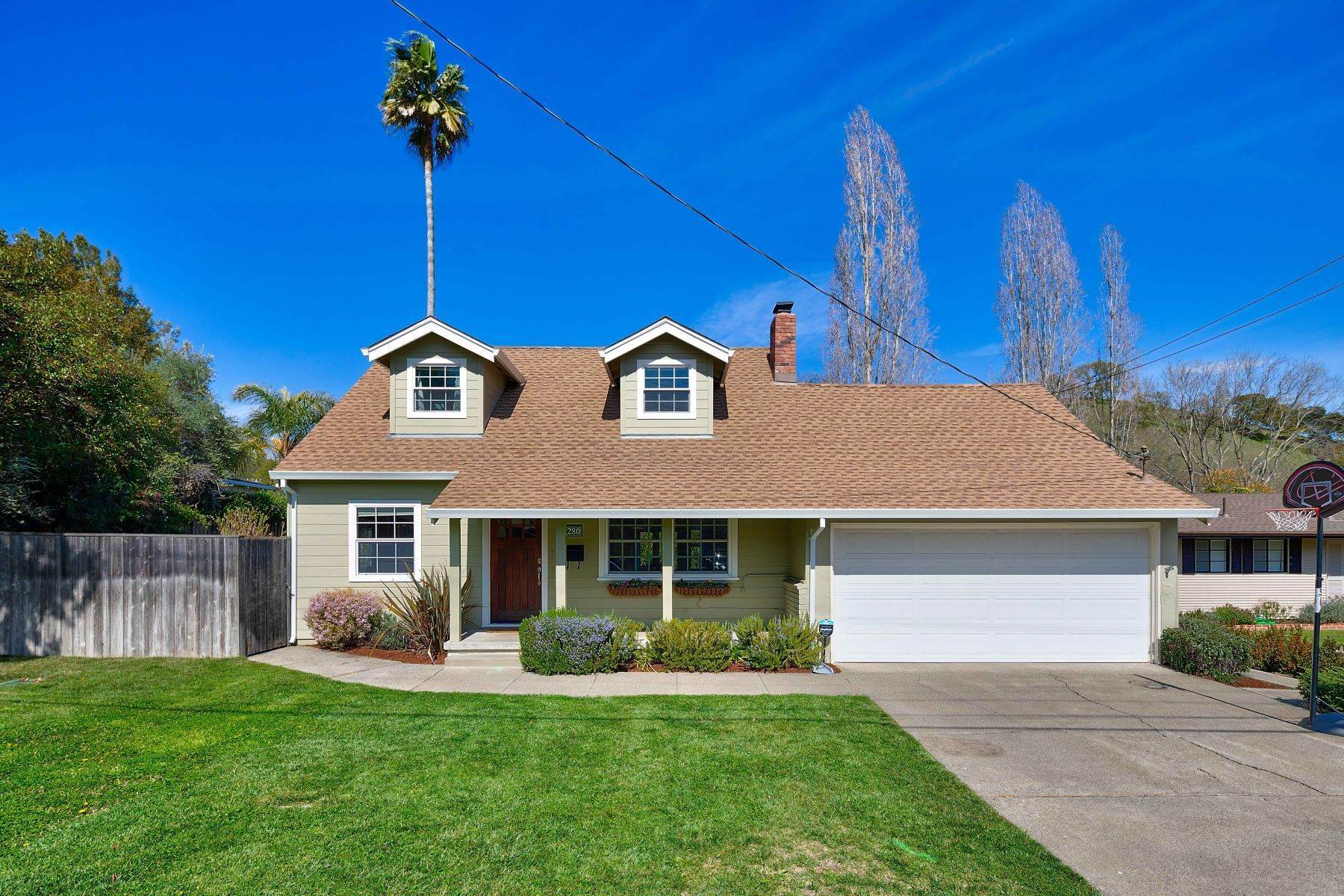 Single Family Homes por un Venta en Fabulously Remodeled Home in Popular Marinwood! 280 Cobblestone Drive San Rafael, California 94903 Estados Unidos