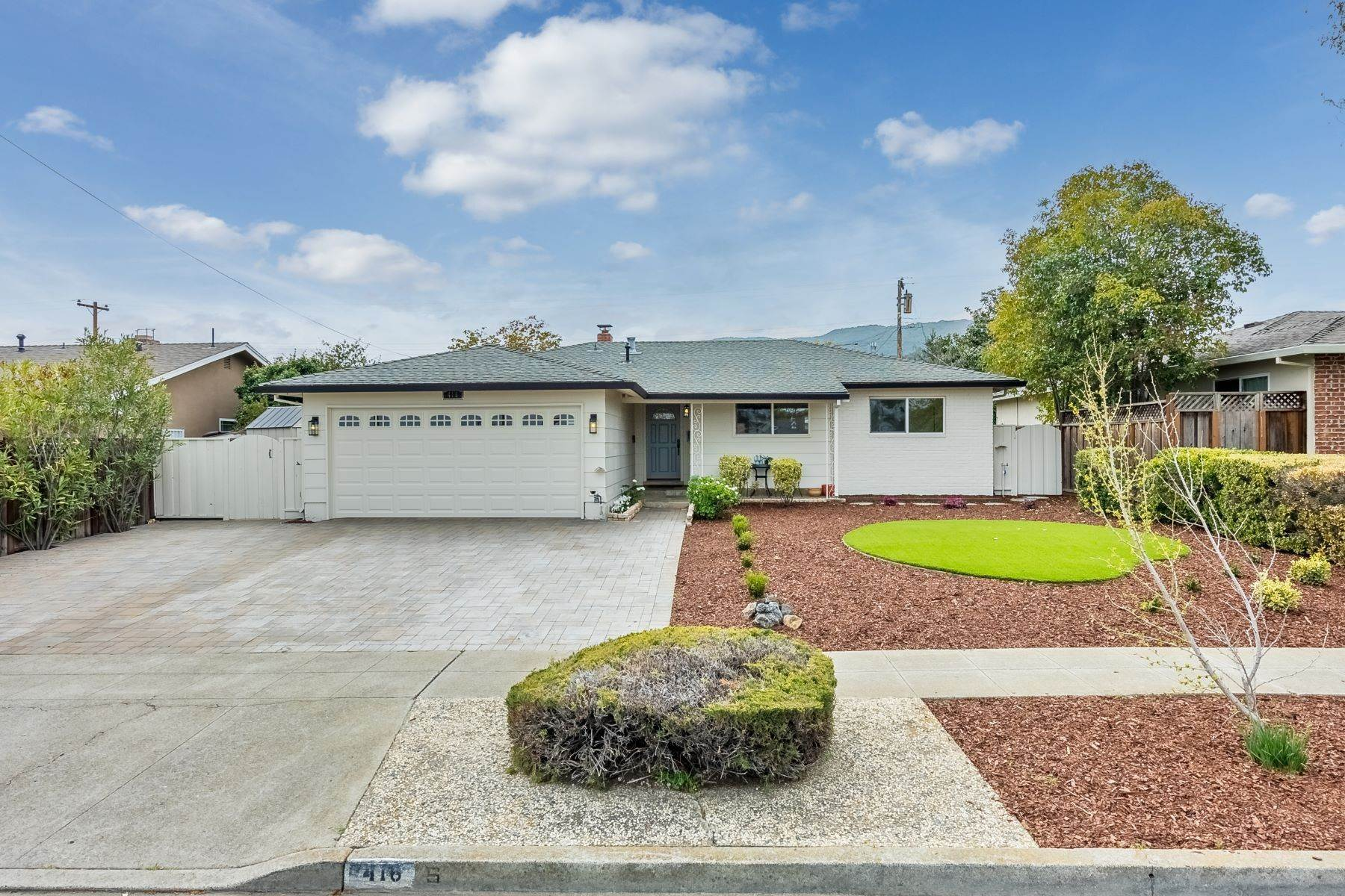 Single Family Homes 为 销售 在 Lovely Single-Story in Los Gatos! 416 Los Gatos Almaden Road 洛斯盖多斯, 加利福尼亚州 95032 美国