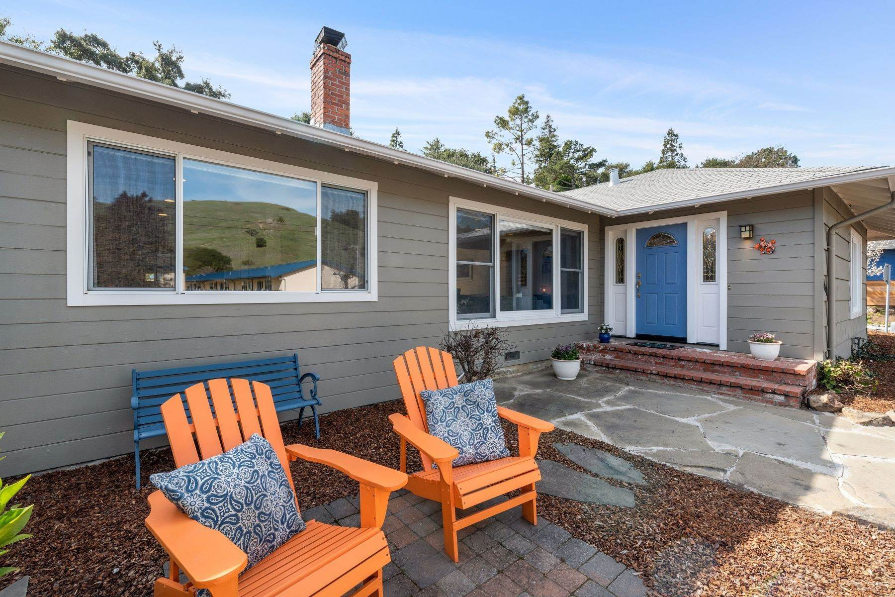 Single Family Homes por un Venta en Sun Valley Charmer 2347 Fifth Avenue San Rafael, California 94901 Estados Unidos