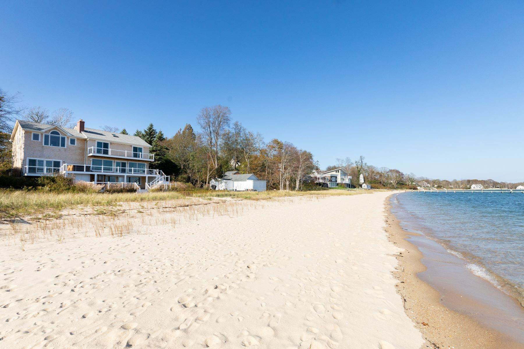 Single Family Homes for Active at 725 Terry Ln, Southold, Ny, 11971 725 Terry Ln Southold, New York 11971 United States