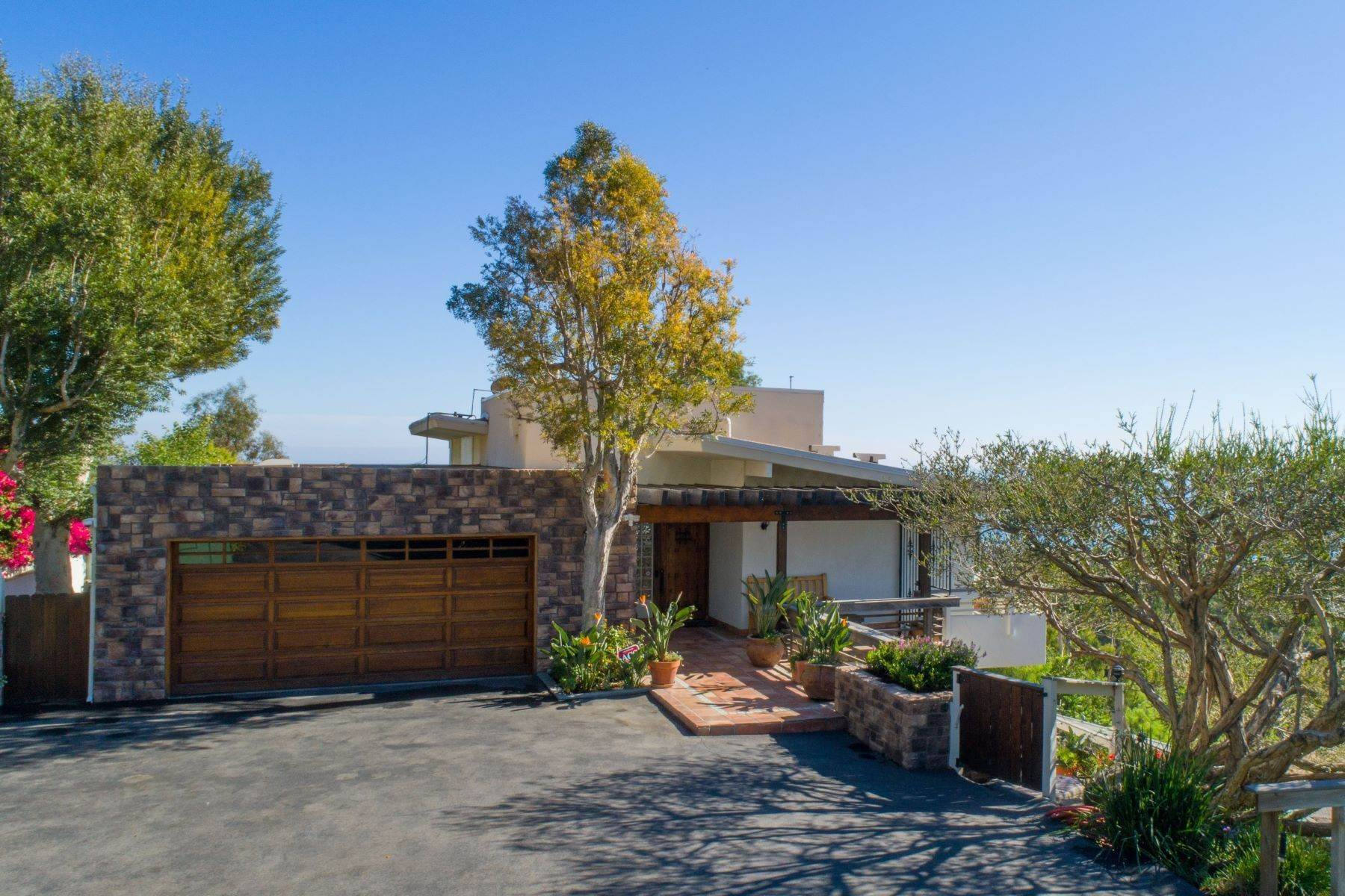 Single Family Homes for Active at Ocean View Home in Malibu 23812 Malibu Crest Dr Malibu, California 90265 United States