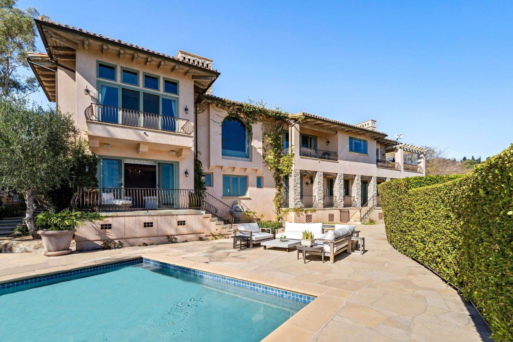 Single Family Homes for Active at Modern Italian-Style Villa 27856 West Winding Way Malibu, California 90265 United States