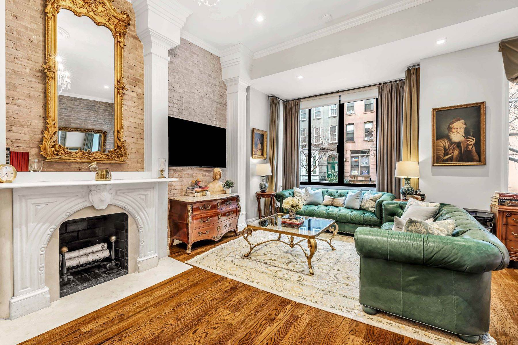 Apartments for Active at Turnkey Classic Townhouse Floorthru 351 East 50th Street, 2 New York, New York 10022 United States